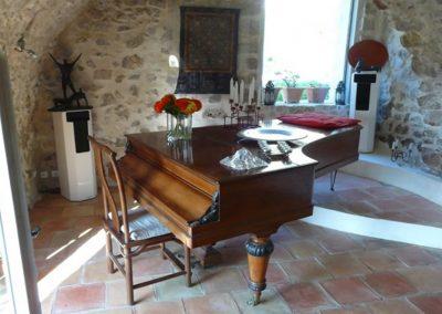 The Grand Piano At La Parare 960 1